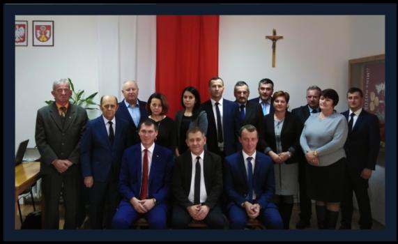 obraz przedstawia przewodniczących oraz radnych rady gminy potok wielki