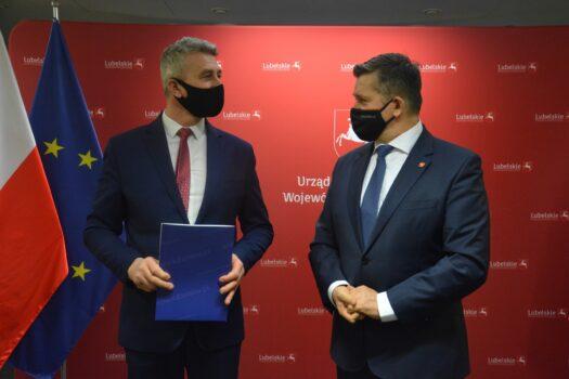 zdjęcie z podpisania umowy na budowę oczyszczalni ścieków