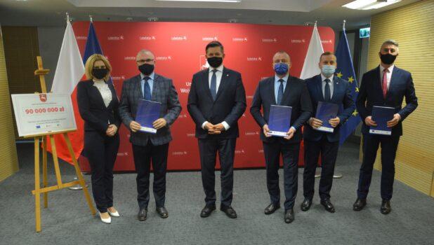 zdjęcie z podpisania umowy na budoe oczyszczalni ścieków