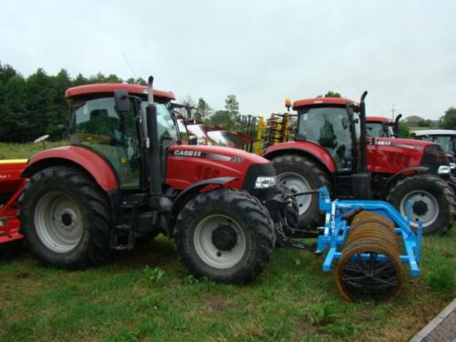 Zdjęcie przedstawia maszyny rolnicze