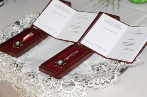 Zdjęcie przedstawia pamiątkowe medale.