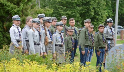 Zdjęcie przedstawia grupę harcerzy.