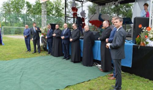 Zdjęcie przedstawia księży o oficjeli na Konkursie pieśni.