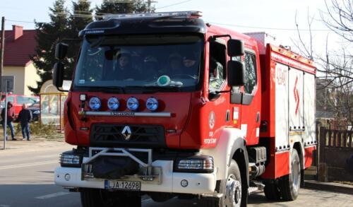 Zdjęcie przedstawia wóz strażacki.