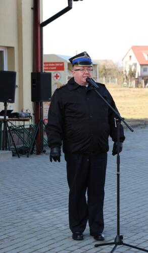 Zdjęcie przedstawia człowieka który przemawia.